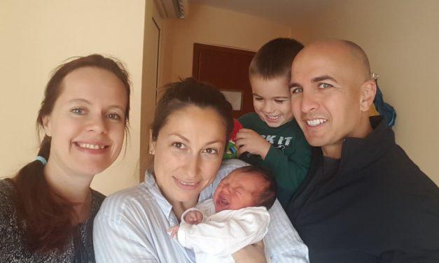 Надя и бебе Яна